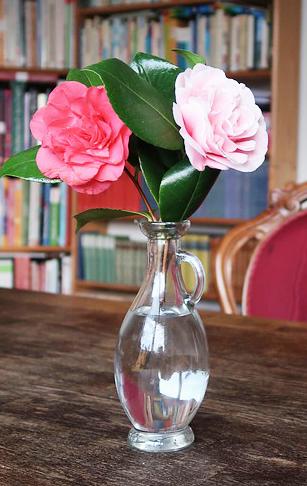 Zdjęcie wazonu z kwiatami