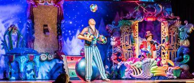Zdjęcie przedstawiąjące spektakl teatralny